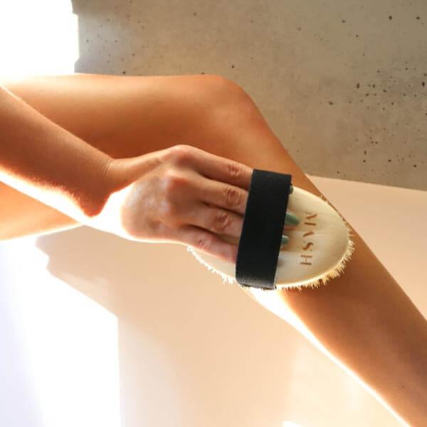 szczotka do masażu ciała na sucho pielęgnuje i poprawia krążenie